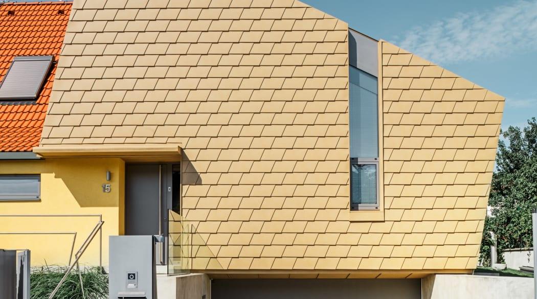 Einfamilienhaus mit gelber Fassade in Prag