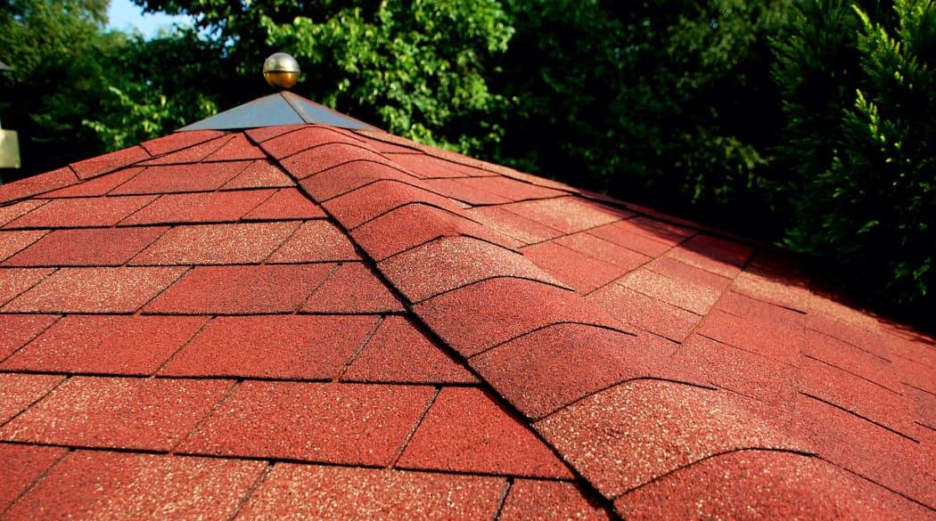 Gartenhaus-Dach mit Bitumenschindeln