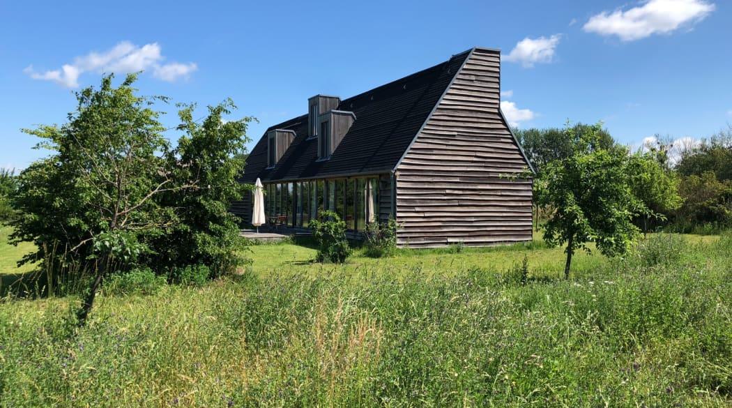 Thomas Kröger Architekt: das Schwarze Haus in der Uckermark gelegen