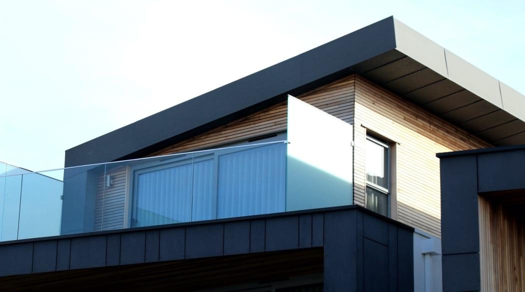 Ein Wohnhaus mit Pultdach