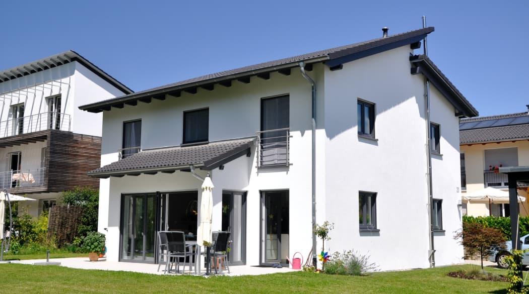 Pultdach: ein Einfamilienhaus mit Pultdach
