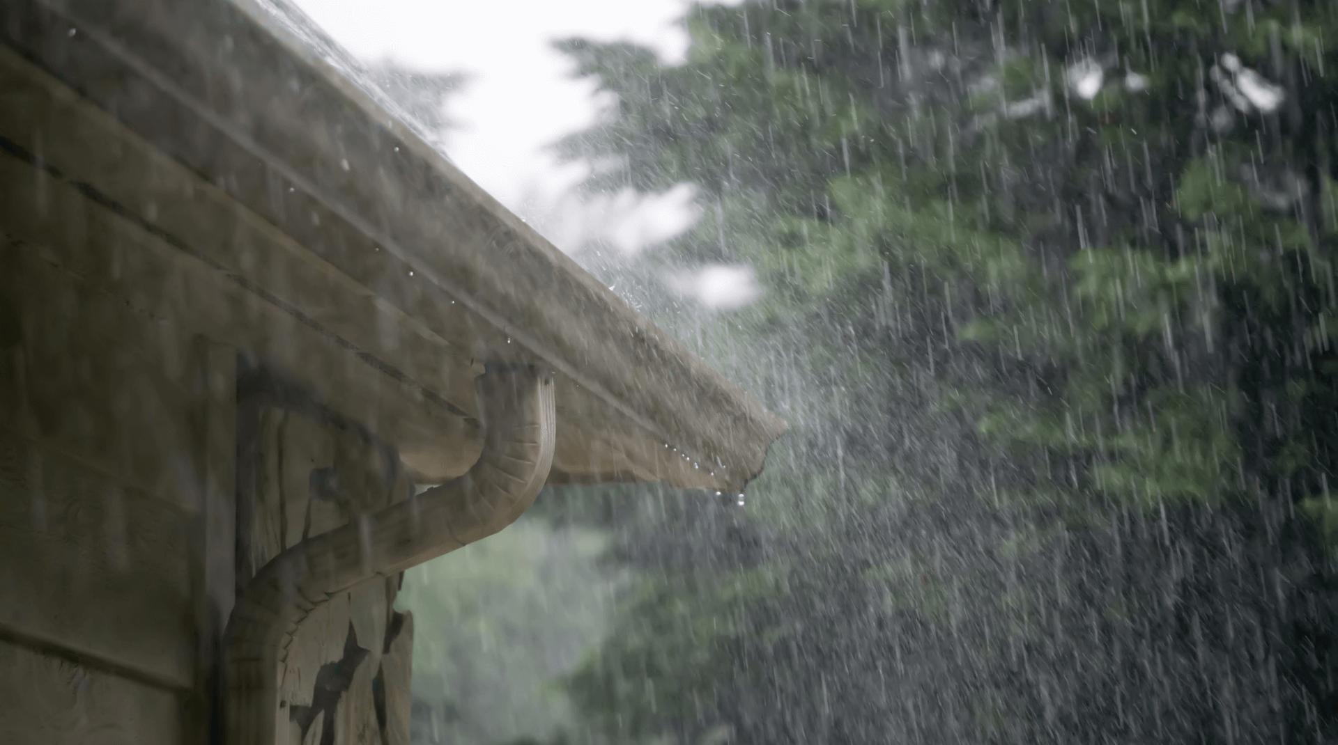 Dachüberstand bei Regen