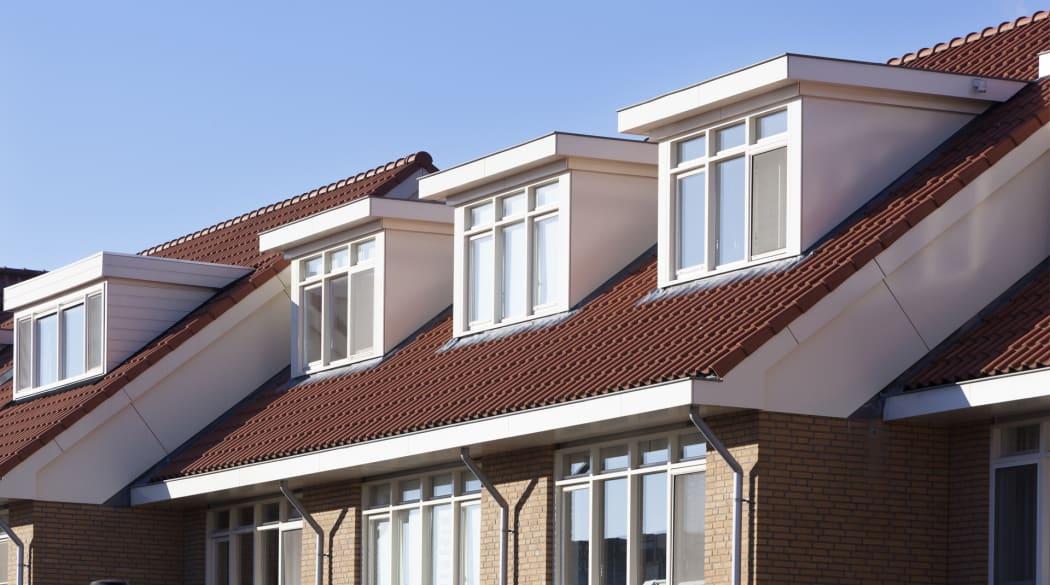 Ein Haus mit Flachdachgauben