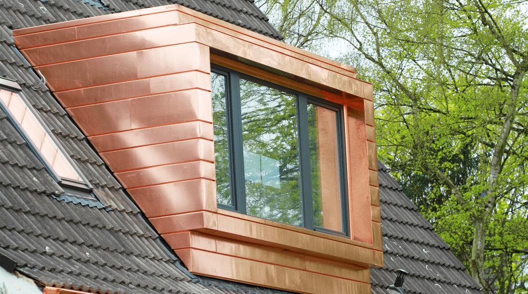 Eine Flachdachgaube aus Kupfer