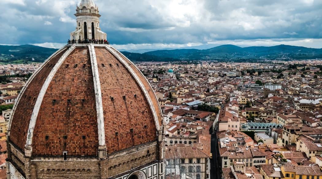 Hauptturm der Kathedrale von Florenz mit Blick über die Stadt
