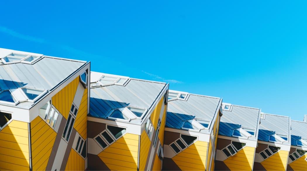 Seitenansicht der Kubushäuser in Rotterdam
