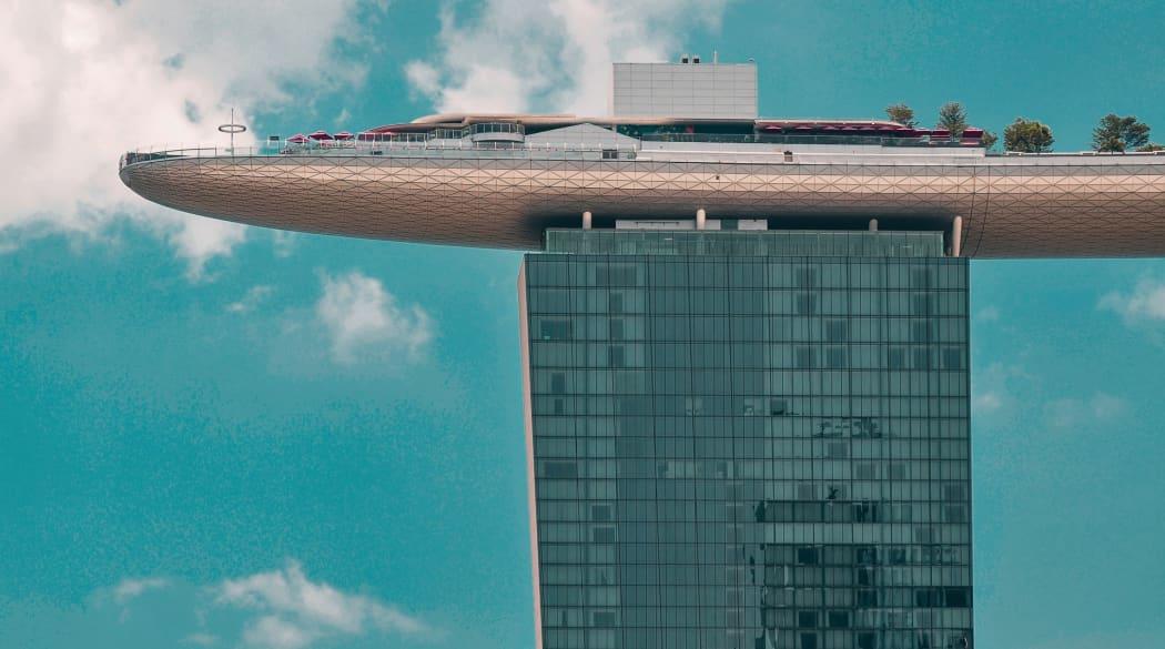 Das Dach des Marina Bay Sands von der Seite