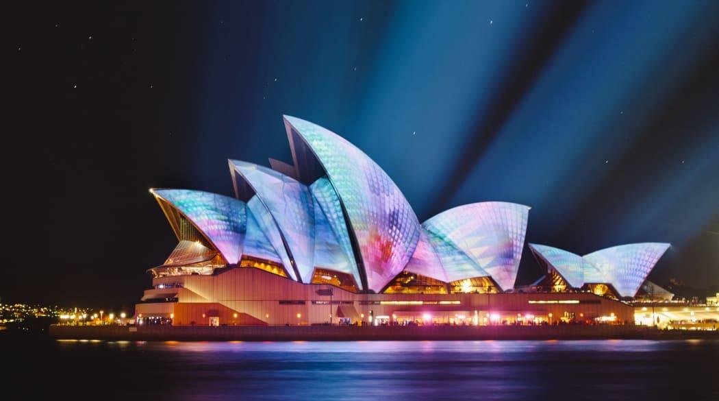 Angestrahlte Oper in Sydney bei Nacht