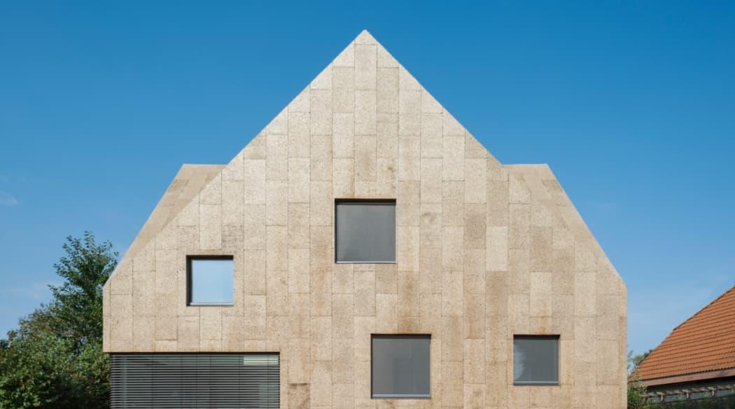 Ein Haus aus Kork in Berlin: Frontansicht