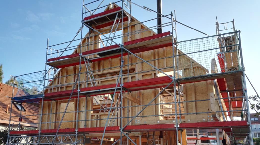 Ein Haus aus Kork entsteht: der Holzaufbau