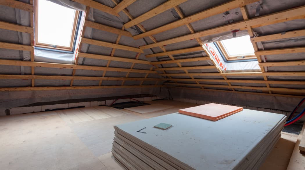 Das Dach sanieren: Auf dem Dachboden