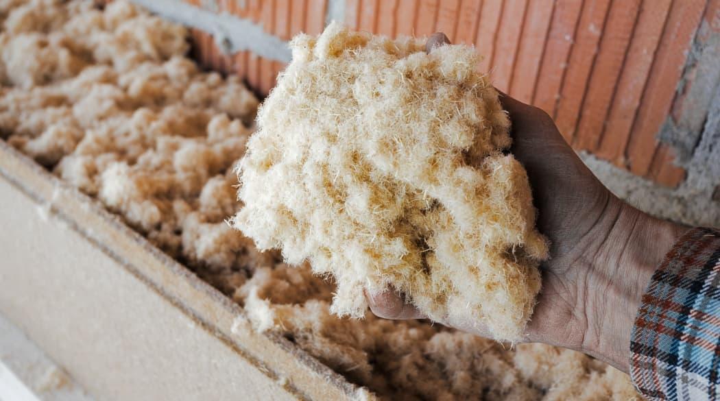 Naturdämmstoffe: Trockene Holzfasern