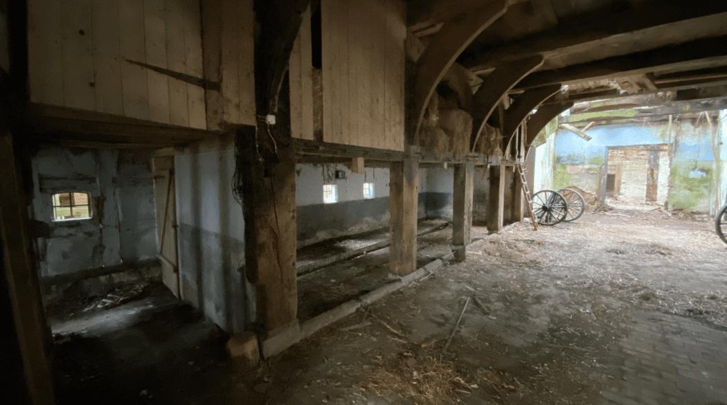 Resthof Talge: Durchfahrt Scheune